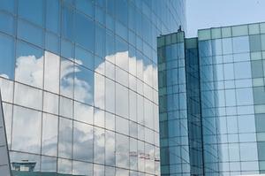 Brug dekoration på vinduer til at markedsføre dit firma